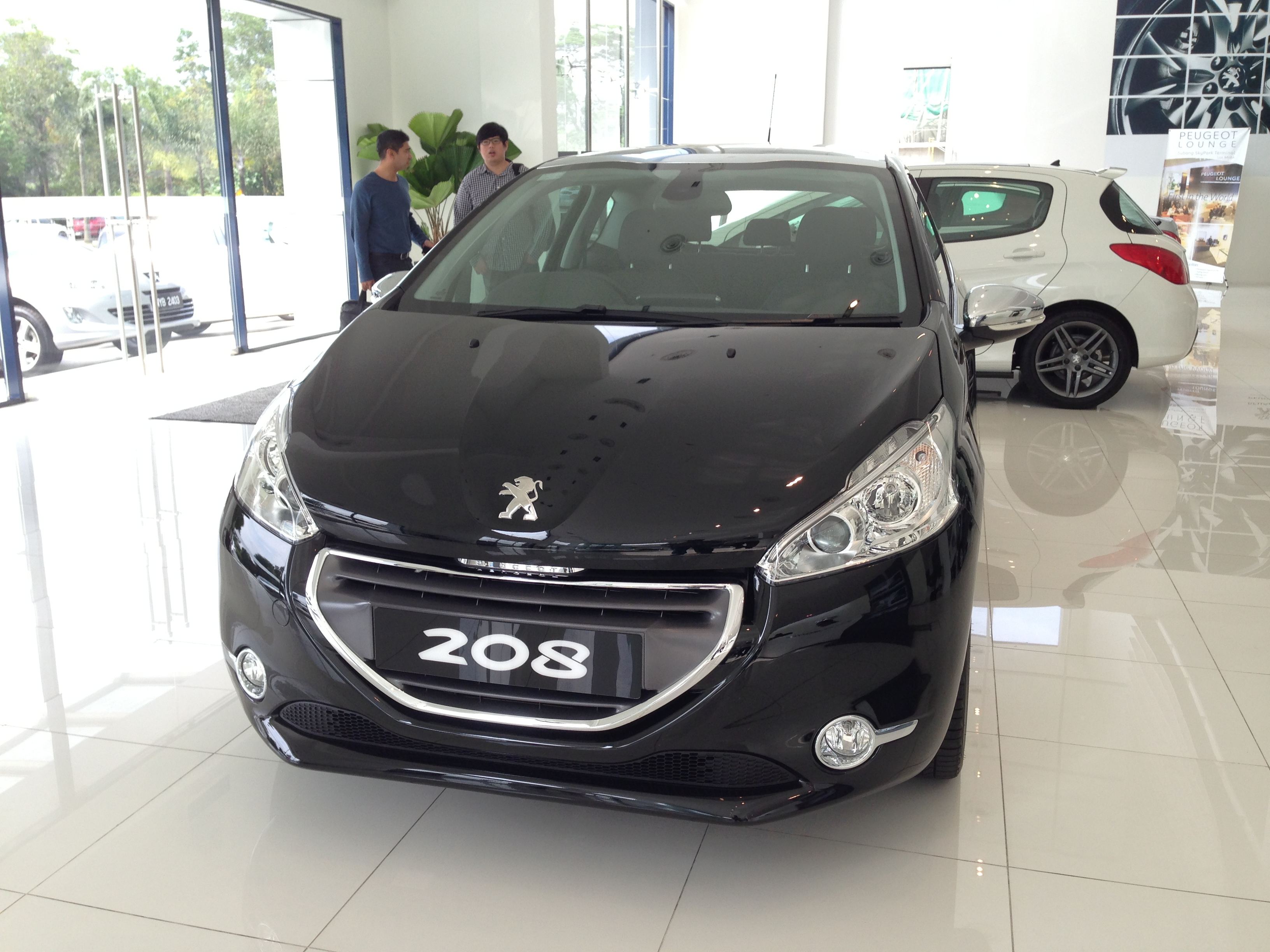 peugeot 208 on display specs unveiled via brochures image 167834. Black Bedroom Furniture Sets. Home Design Ideas