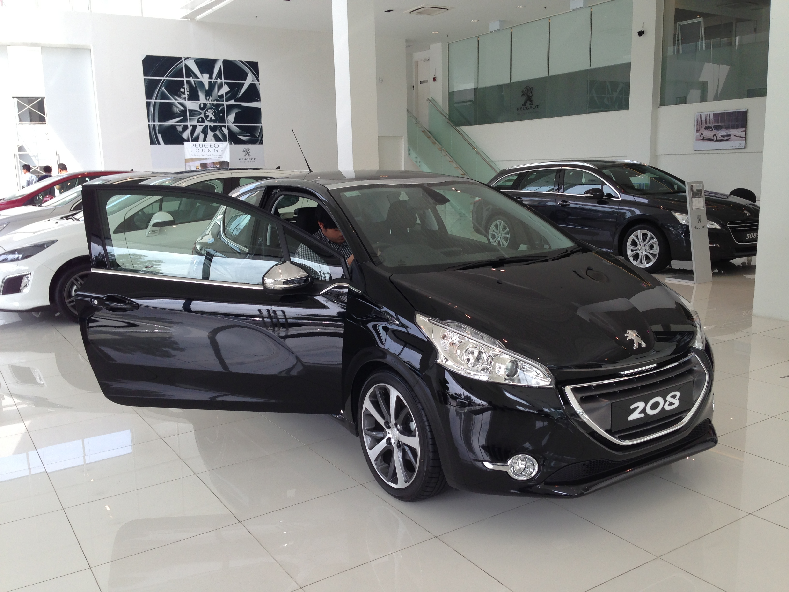 peugeot 208 on display specs unveiled via brochures image 167845. Black Bedroom Furniture Sets. Home Design Ideas