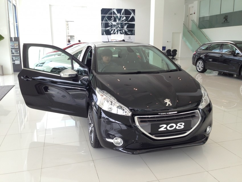 peugeot 208 on display specs unveiled via brochures image 167846. Black Bedroom Furniture Sets. Home Design Ideas
