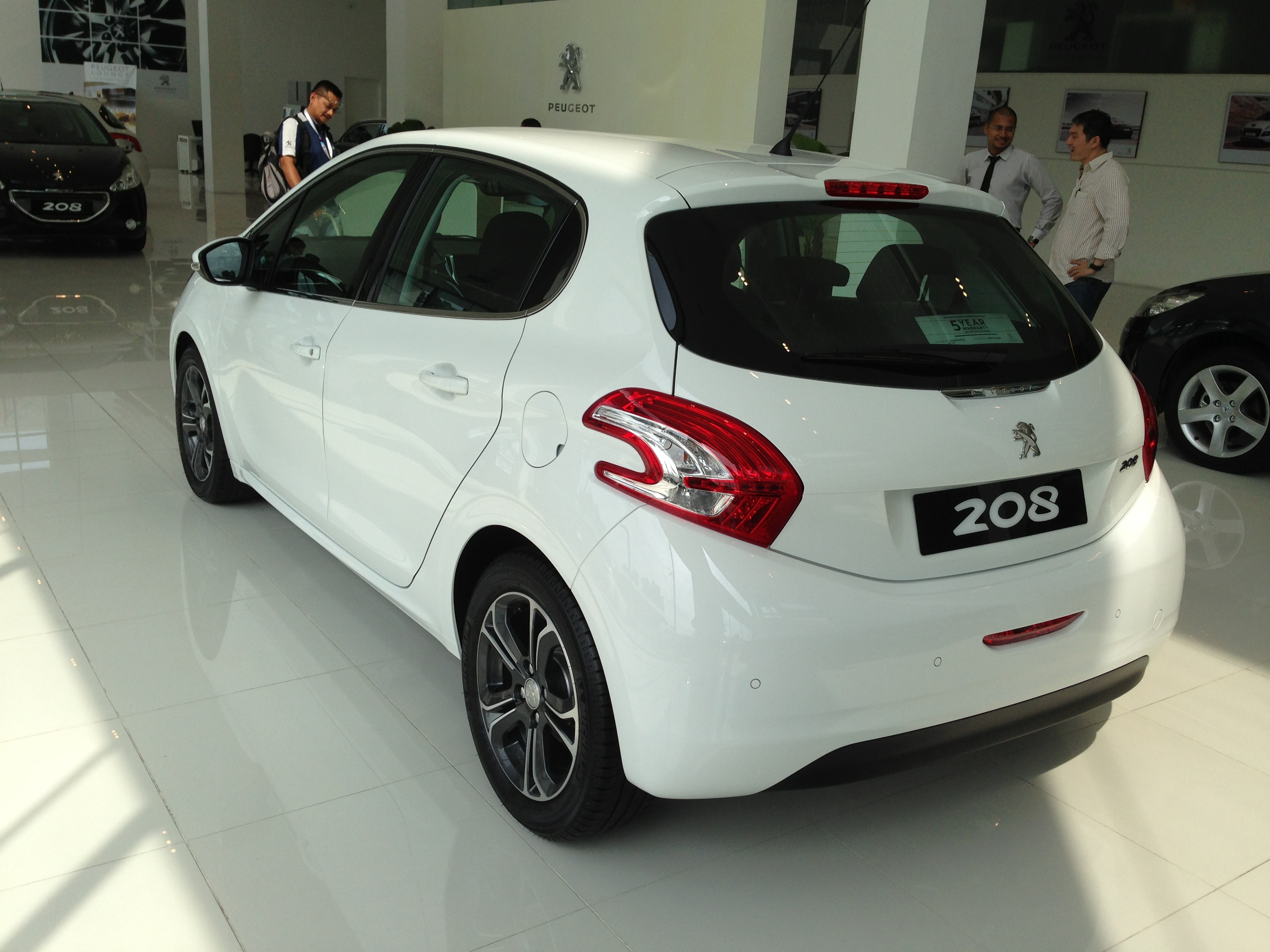 peugeot 208 on display specs unveiled via brochures image 167848. Black Bedroom Furniture Sets. Home Design Ideas