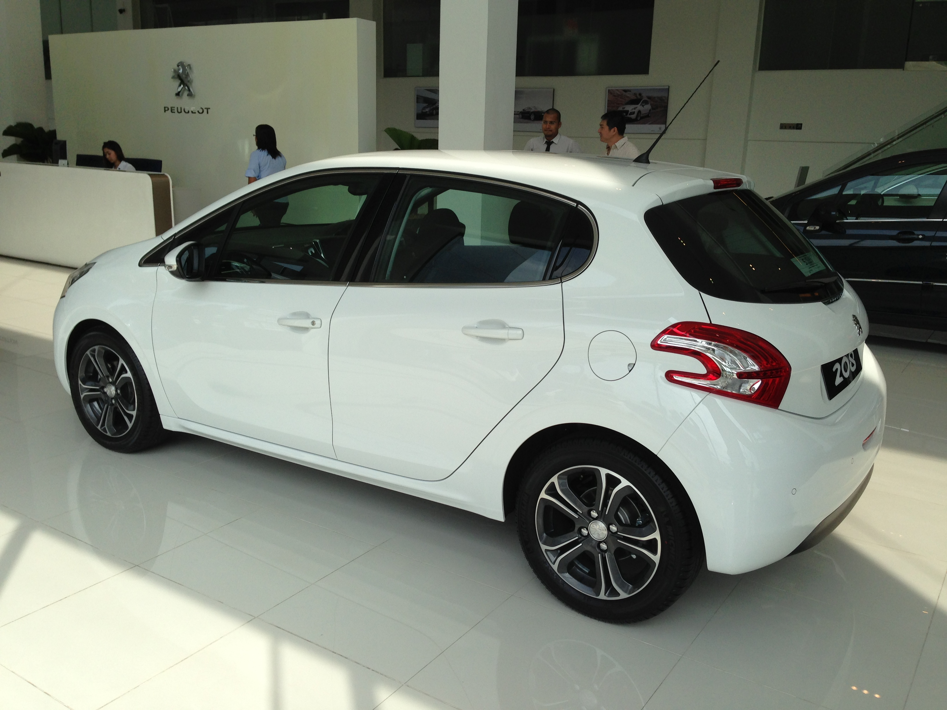 peugeot 208 on display specs unveiled via brochures image 167849. Black Bedroom Furniture Sets. Home Design Ideas