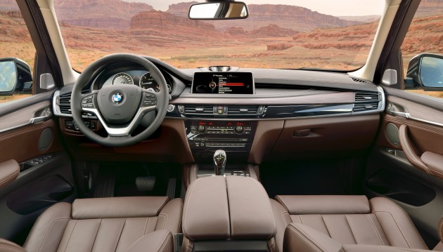 2014-bmw-x5-xdrive30d-interior-0003