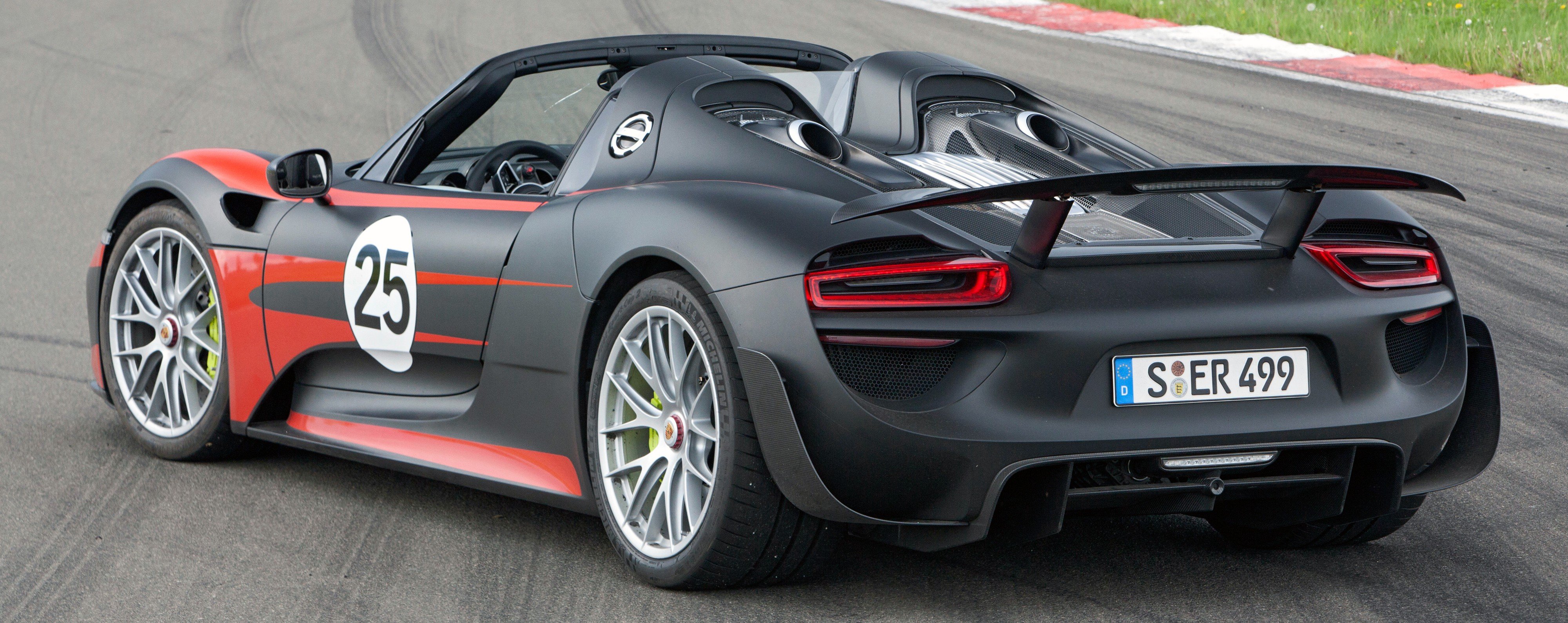 Porsche 918 Spyder 887 Hp 1 275 Nm 340 Km H Paul Tan