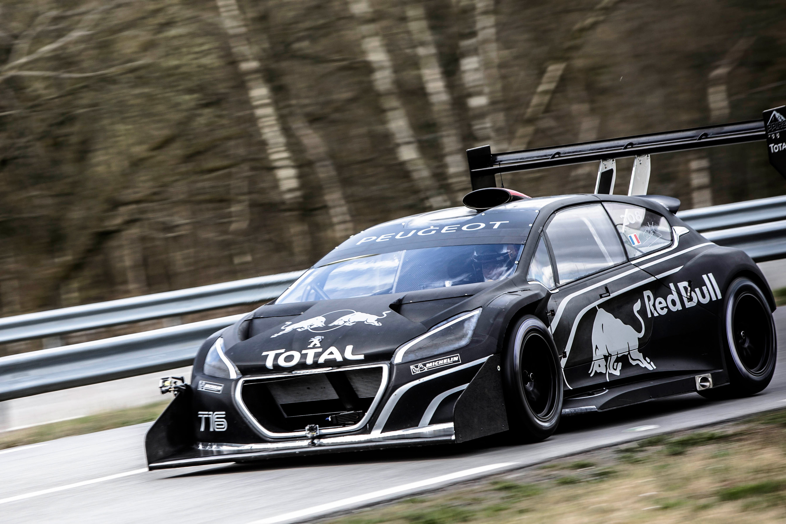 video loeb drives the peugeot 208 t16 pikes peak. Black Bedroom Furniture Sets. Home Design Ideas