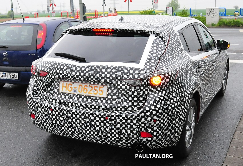 SPIED: Next-gen Mazda3 looking good inside and out Image #173307