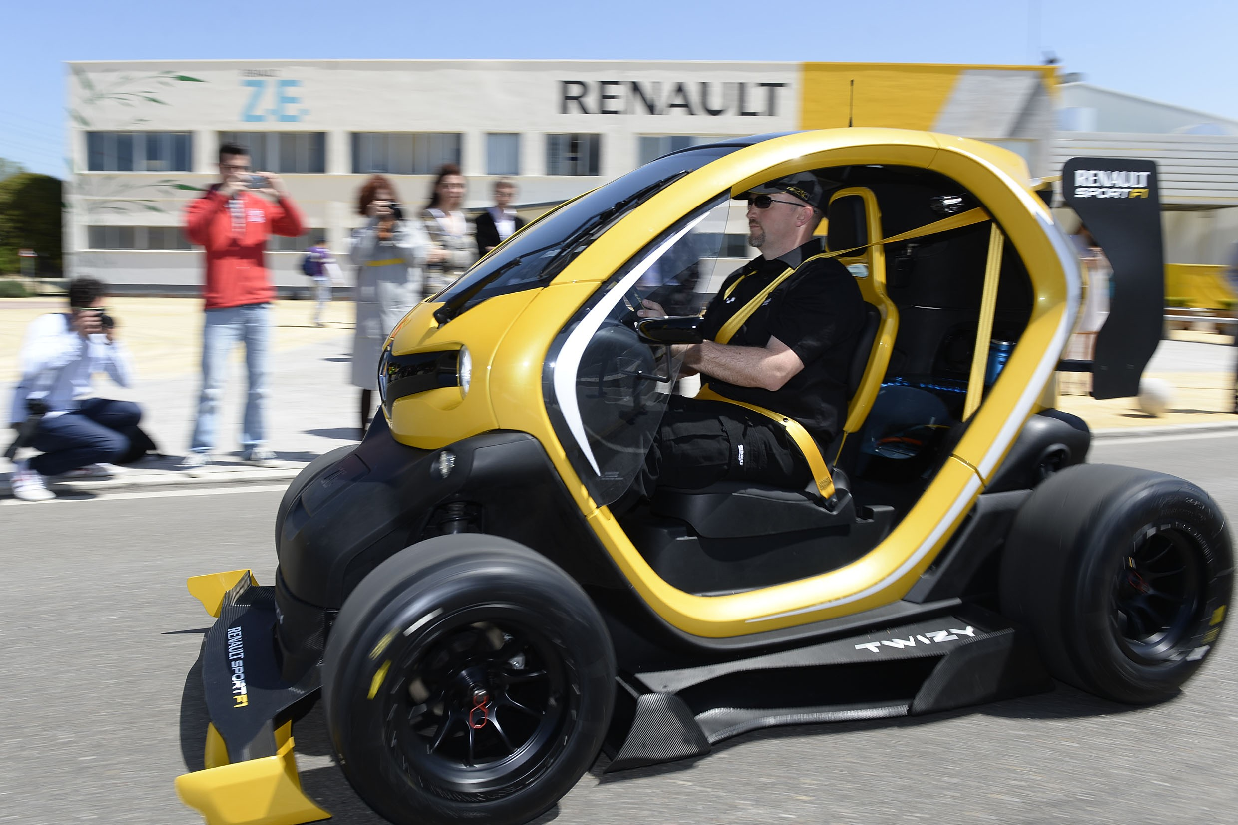 twizy renault sport f1 concept where f1 meets ev image 172495. Black Bedroom Furniture Sets. Home Design Ideas