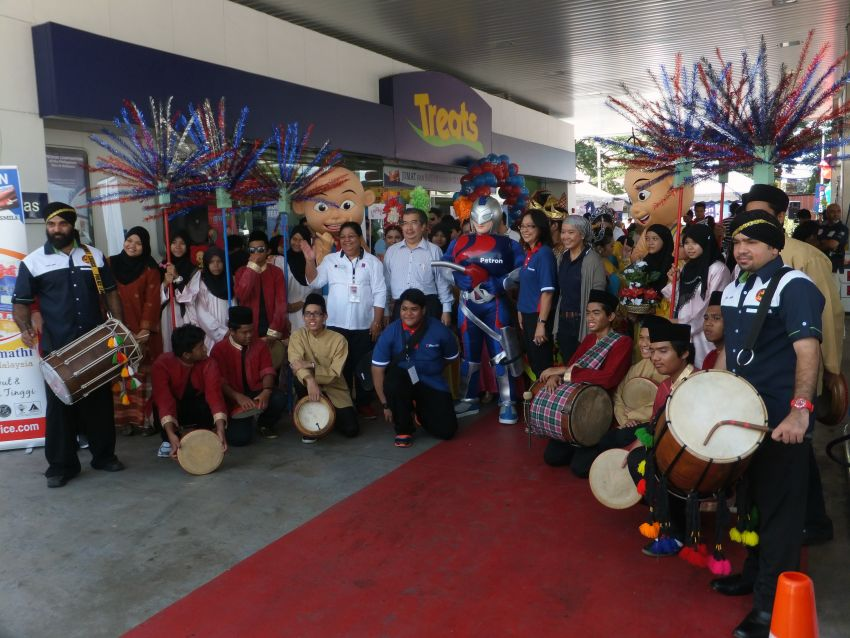 Petron celebrates first anniversary in Malaysia Image #174578