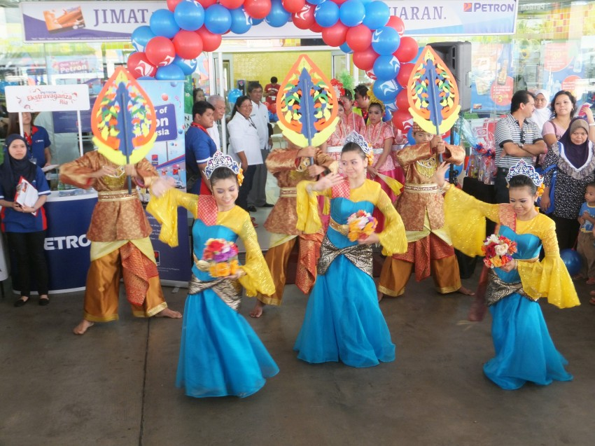 Petron celebrates first anniversary in Malaysia Image #174582