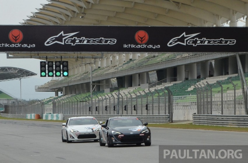 Toyota 86 – Sepang trackday in a stripped M/T racer Image #183529