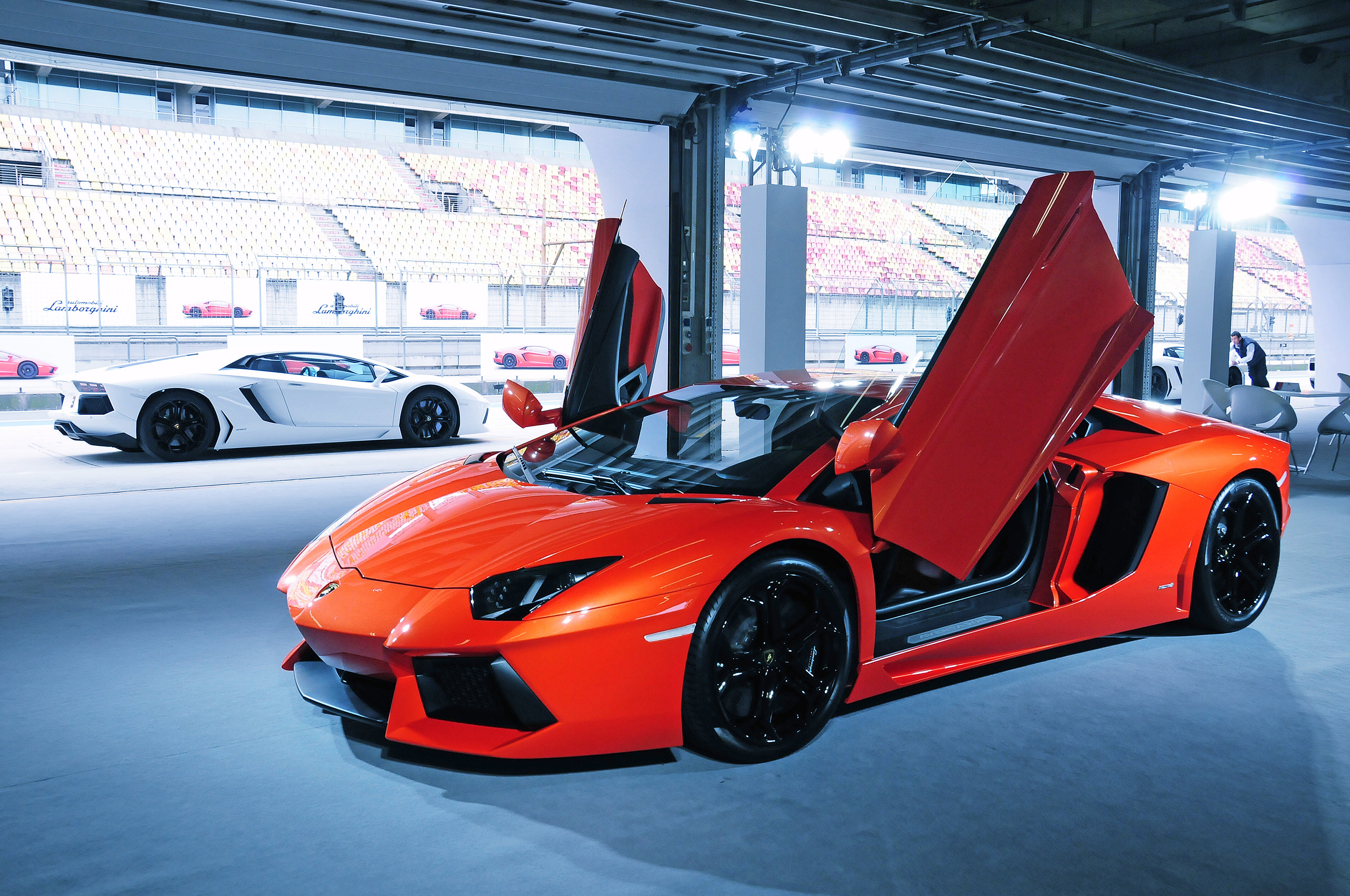 2000th lamborghini aventador made within two years. Black Bedroom Furniture Sets. Home Design Ideas