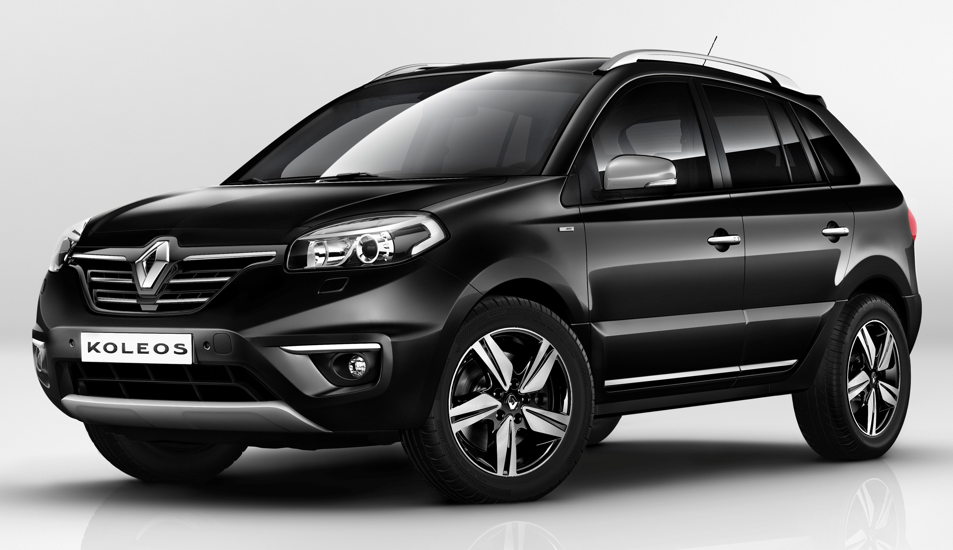 2014 renault koleos breaks cover at buenos aires motor show