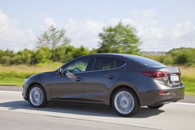 2014_Mazda3_Sedan_0003