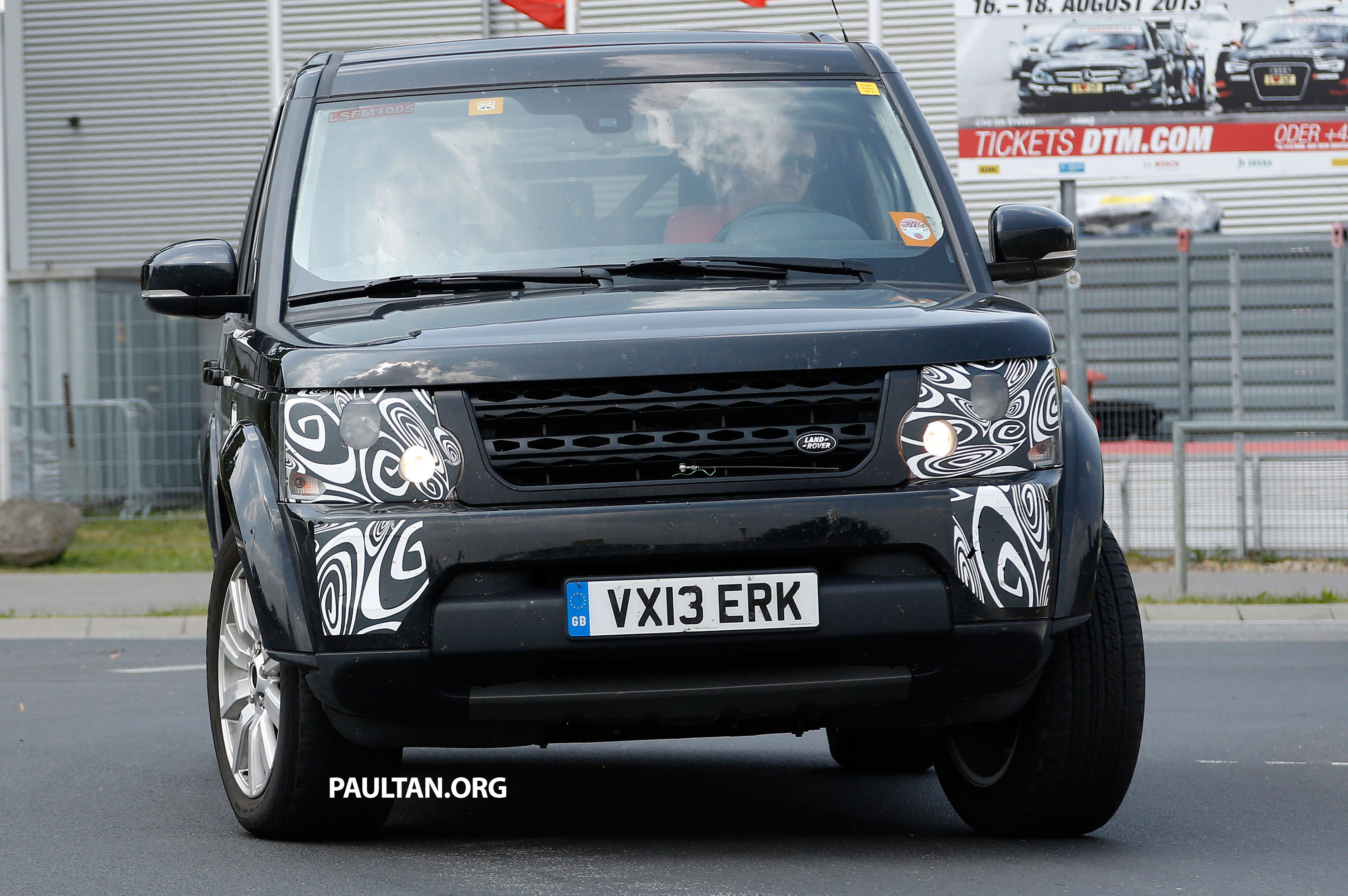 Spyshots Land Rover Discovery 4 Facelift On Test