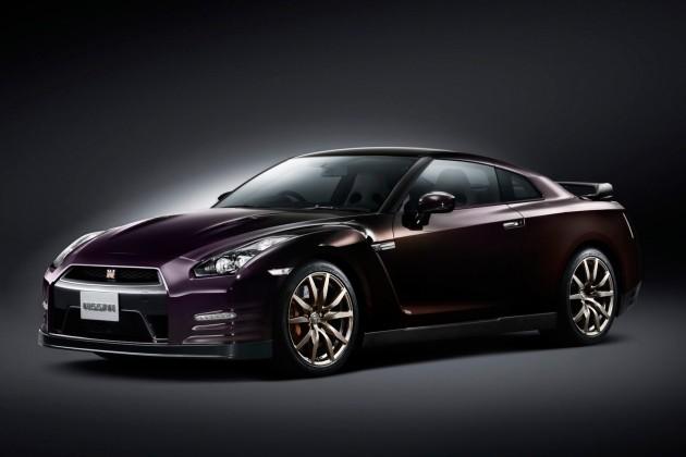 Nissan_GT-R_Midnight_Opal_01