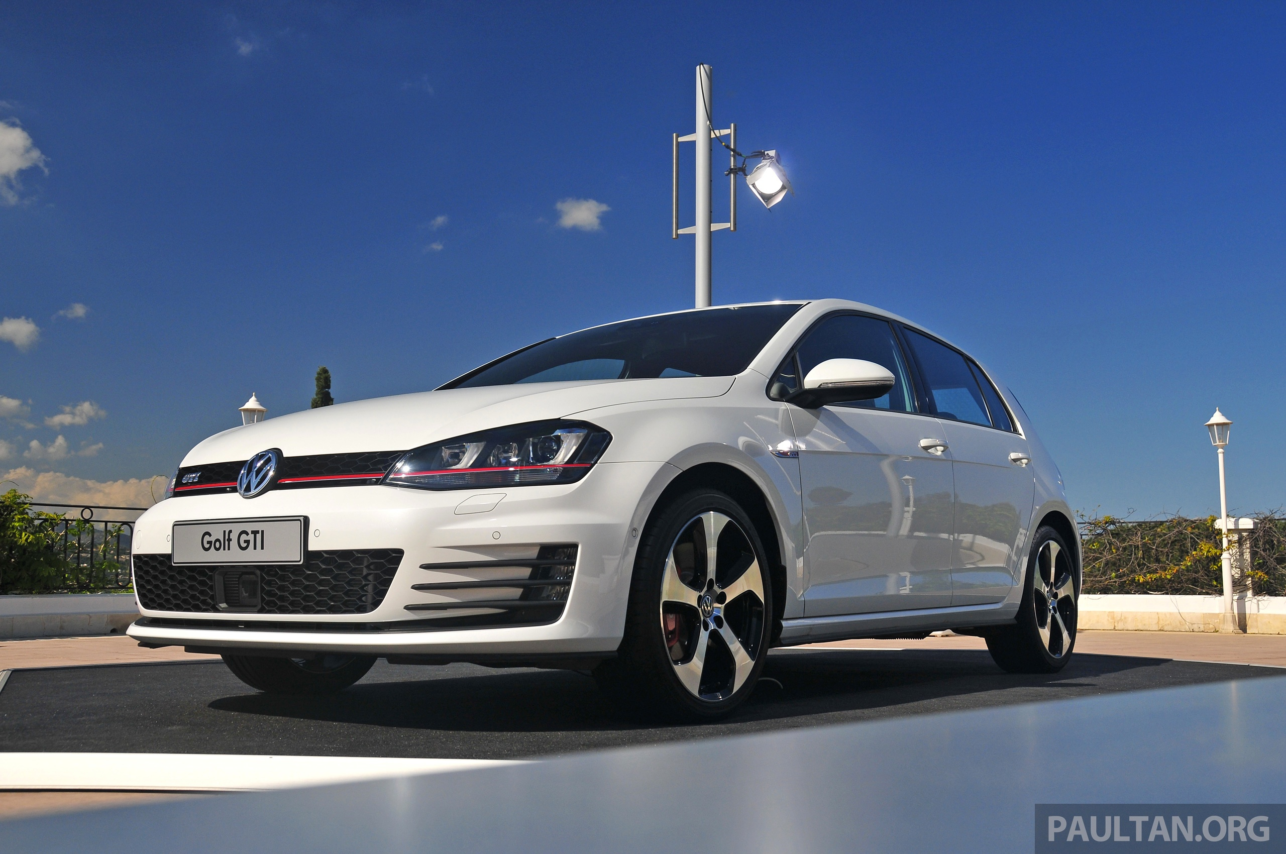 driven new 220 ps volkswagen golf gti mk7 tested image 189473. Black Bedroom Furniture Sets. Home Design Ideas