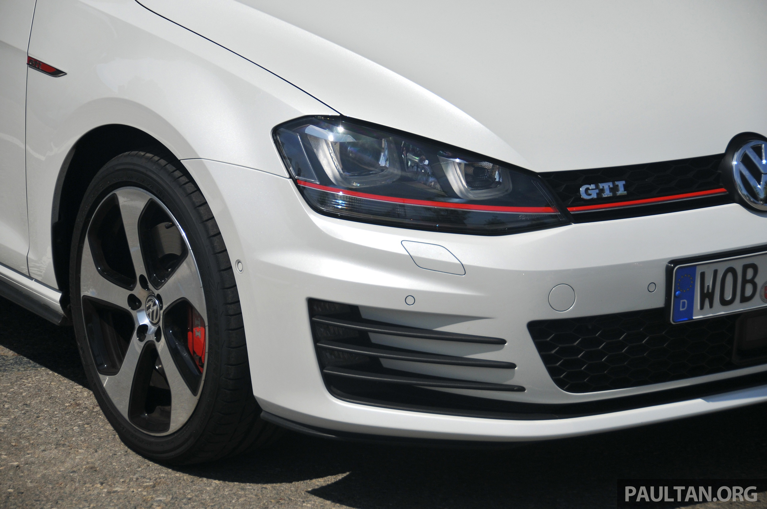 driven new 220 ps volkswagen golf gti mk7 tested image 189487. Black Bedroom Furniture Sets. Home Design Ideas