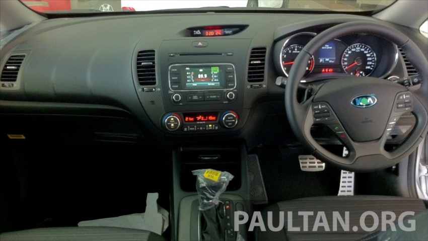GALLERY: Kia Cerato at the showroom with brochure Image #184380