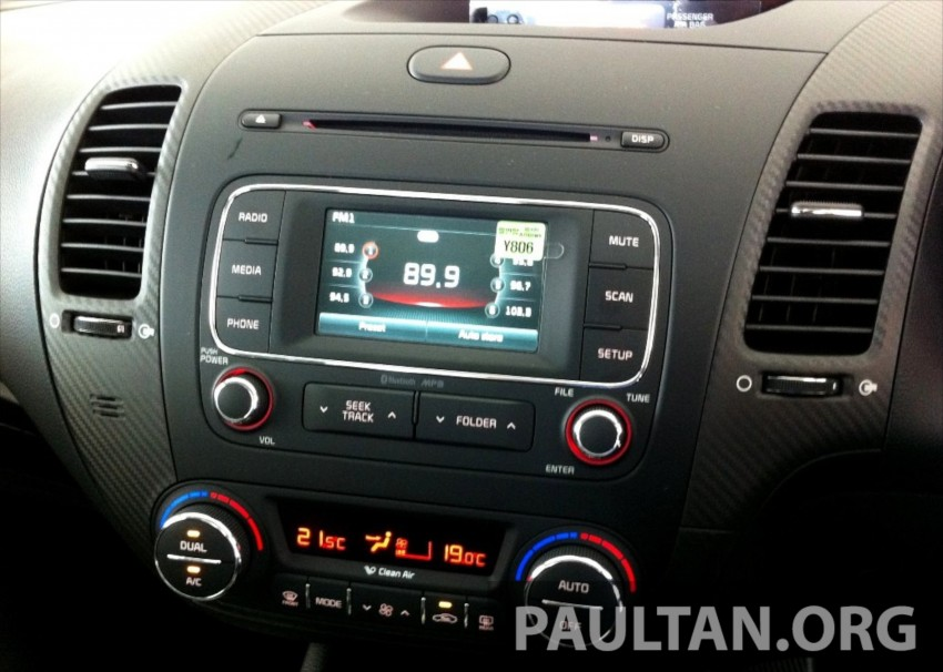 GALLERY: Kia Cerato at the showroom with brochure Image #184378
