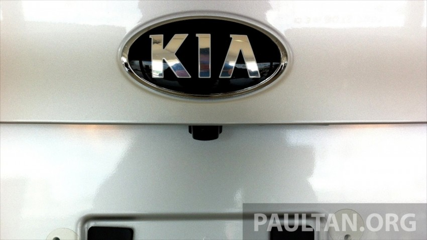 GALLERY: Kia Cerato at the showroom with brochure Image #184370