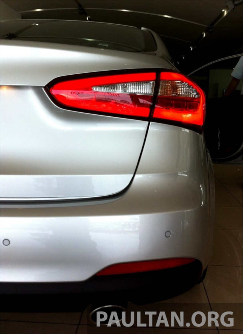 GALLERY: Kia Cerato at the showroom with brochure Image #184368