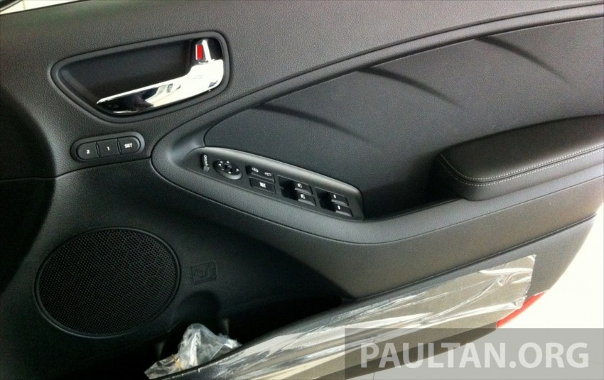 GALLERY: Kia Cerato at the showroom with brochure Image #184358