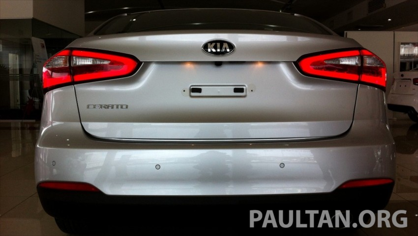 GALLERY: Kia Cerato at the showroom with brochure Image #184352