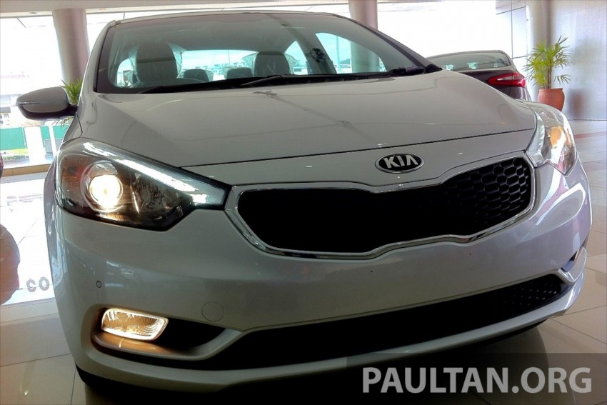GALLERY: Kia Cerato at the showroom with brochure Image #184353
