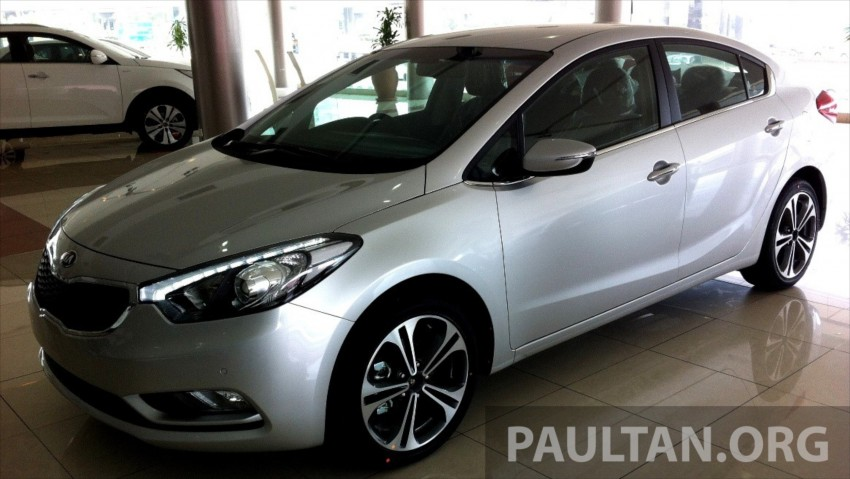 GALLERY: Kia Cerato at the showroom with brochure Image #184347