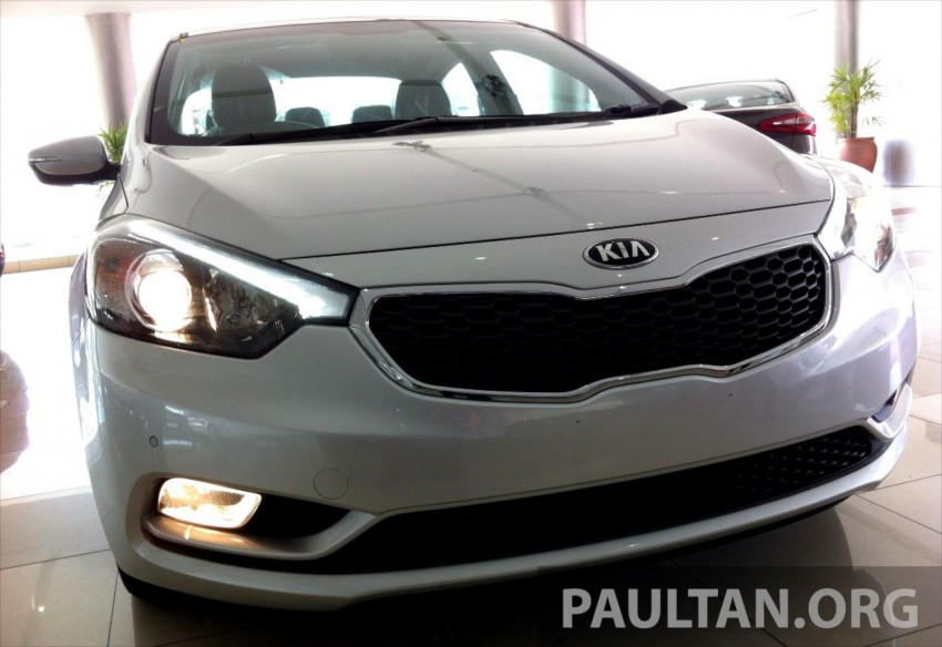 GALLERY: Kia Cerato at the showroom with brochure Image #184348