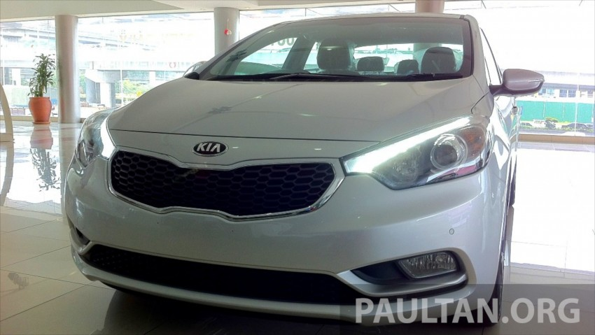 GALLERY: Kia Cerato at the showroom with brochure Image #184349