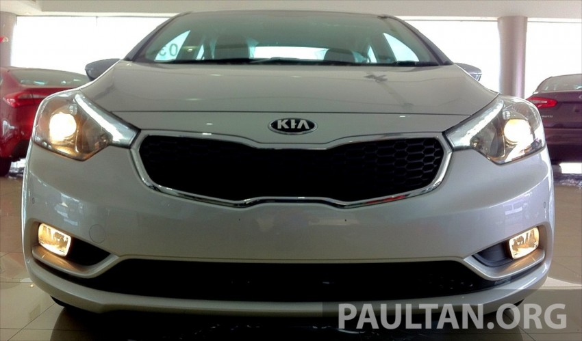 GALLERY: Kia Cerato at the showroom with brochure Image #184350
