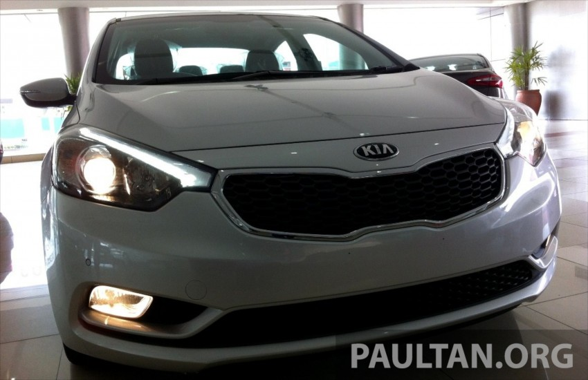 GALLERY: Kia Cerato at the showroom with brochure Image #184345