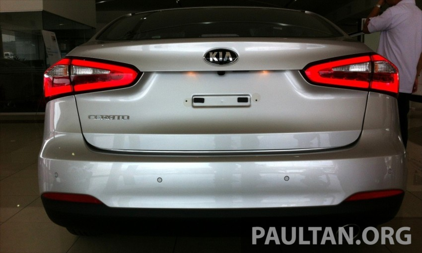 GALLERY: Kia Cerato at the showroom with brochure Image #184343