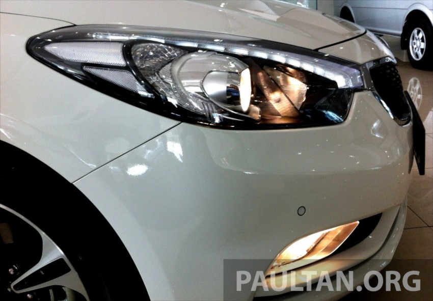 GALLERY: Kia Cerato at the showroom with brochure Image #184339