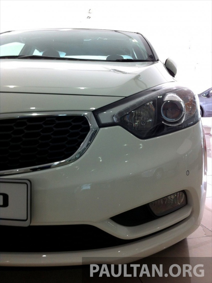 GALLERY: Kia Cerato at the showroom with brochure Image #184341