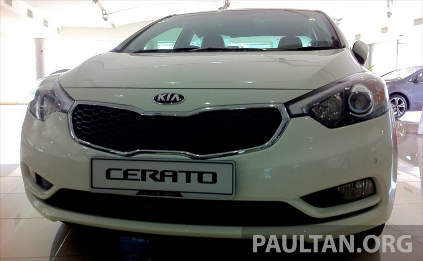 GALLERY: Kia Cerato at the showroom with brochure Image #184337