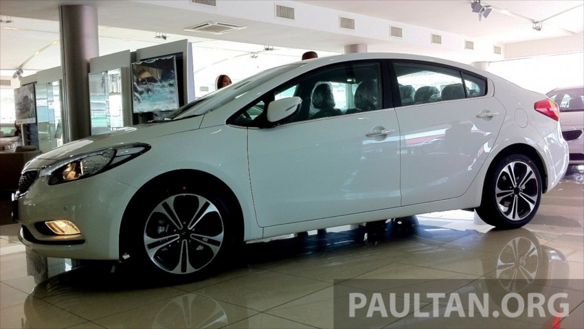 GALLERY: Kia Cerato at the showroom with brochure Image #184338