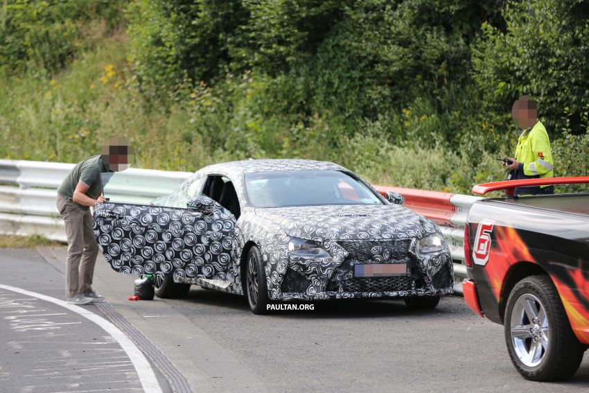 SPYSHOTS: Lexus RC F Coupe helps a Genesis out Image #188737