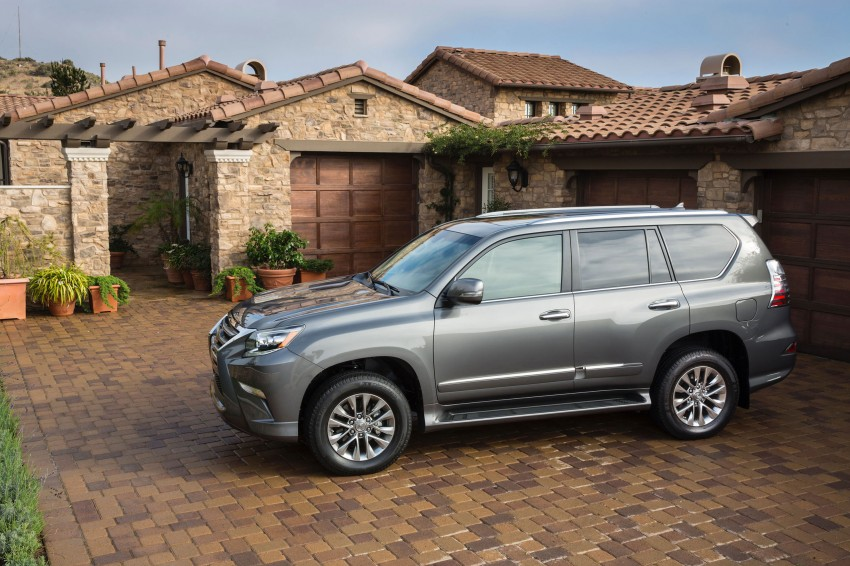 Lexus GX 460 facelift gets the spindle grille treatment Image #194577