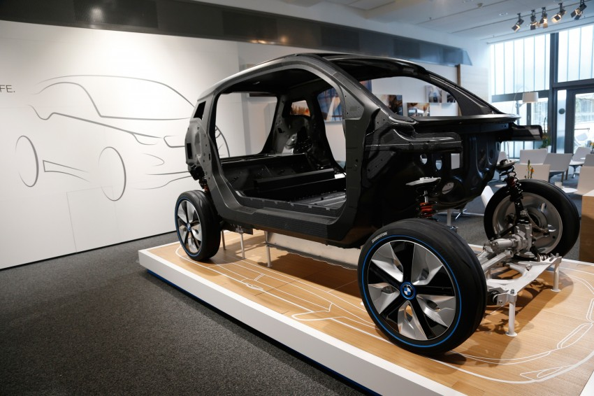 BMW i3 in detail – the world's first mass-produced car to be made primarily of carbon-fibre Image #191291