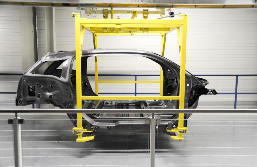 BMW i3 in detail – the world's first mass-produced car to be made primarily of carbon-fibre Image #191294