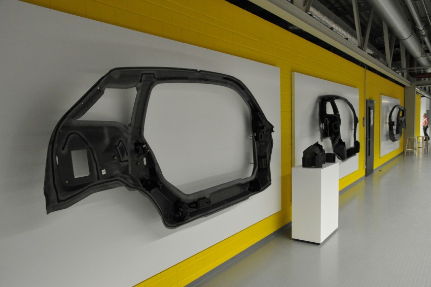 BMW i3 in detail – the world's first mass-produced car to be made primarily of carbon-fibre Image #191295