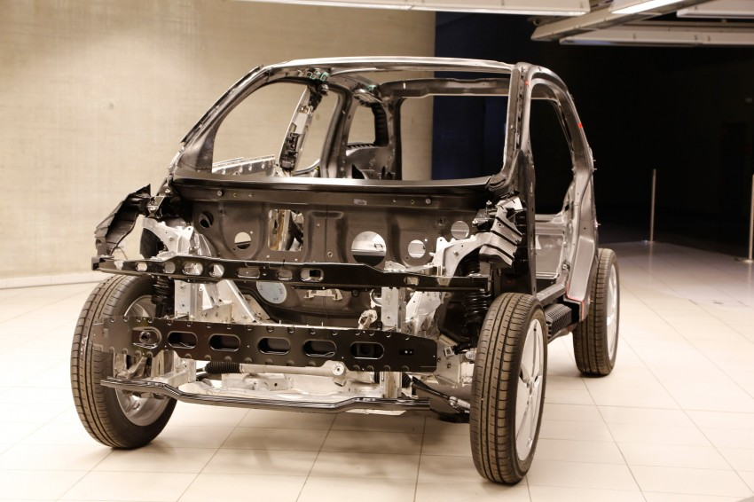 BMW i3 in detail – the world's first mass-produced car to be made primarily of carbon-fibre Image #191296