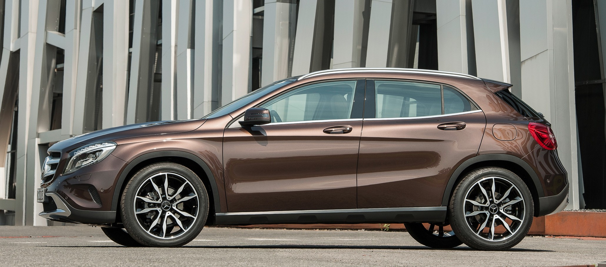 Mercedes benz gla full details videos and gallery image for Mercedes benz complaint department