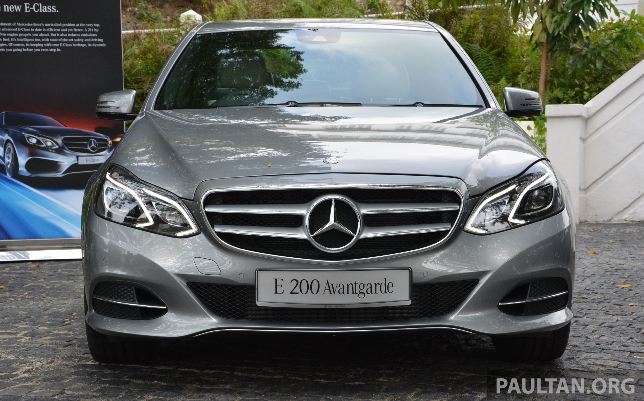 W212 mercedes benz e class facelift launched e 200 for Mercedes benz avantgarde