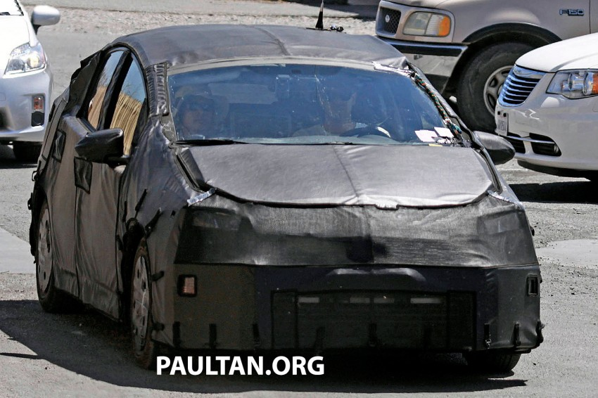 4th-gen Toyota Prius spied, but doesn't tell us much! Image #191168