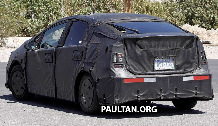 4th-gen Toyota Prius spied, but doesn't tell us much! Image #191167