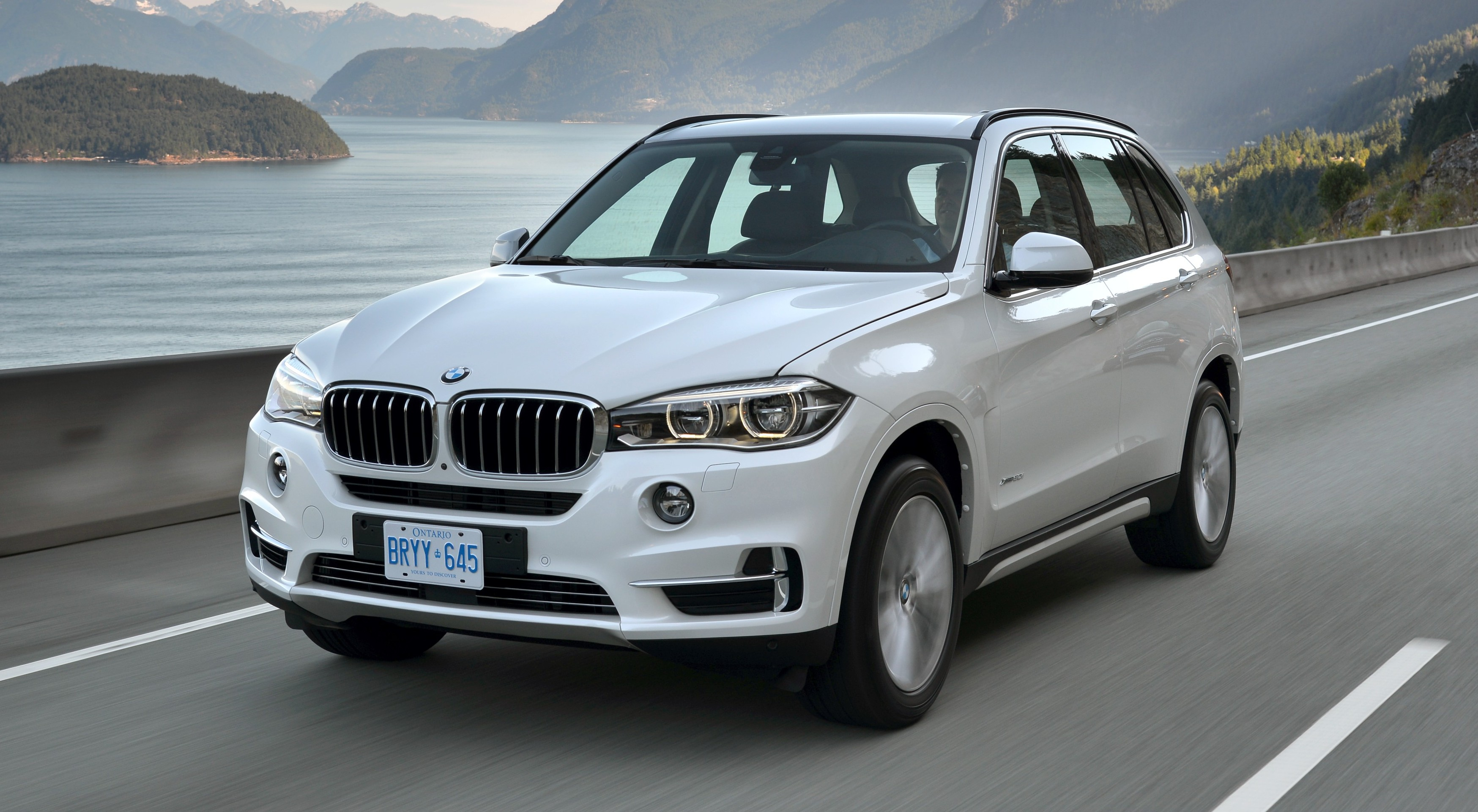 2014 bmw x5 xdrive50i and xdrive30d f15 review. Black Bedroom Furniture Sets. Home Design Ideas