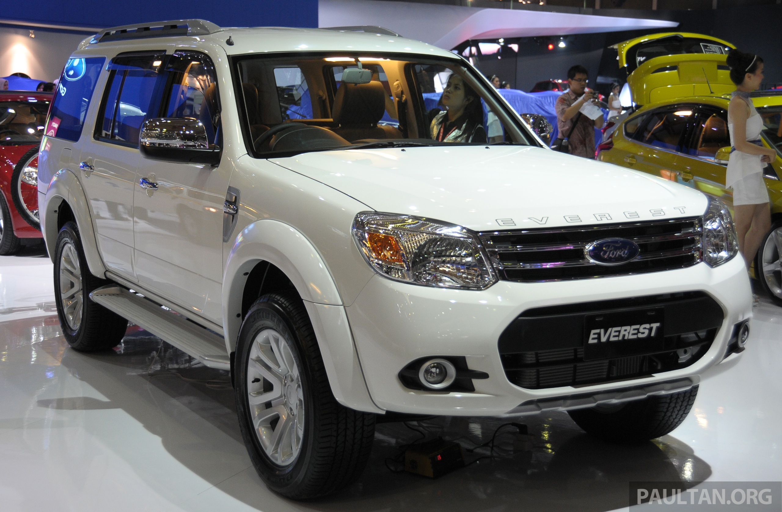 Latest Ford Everest Facelift Displayed At Iims 2013