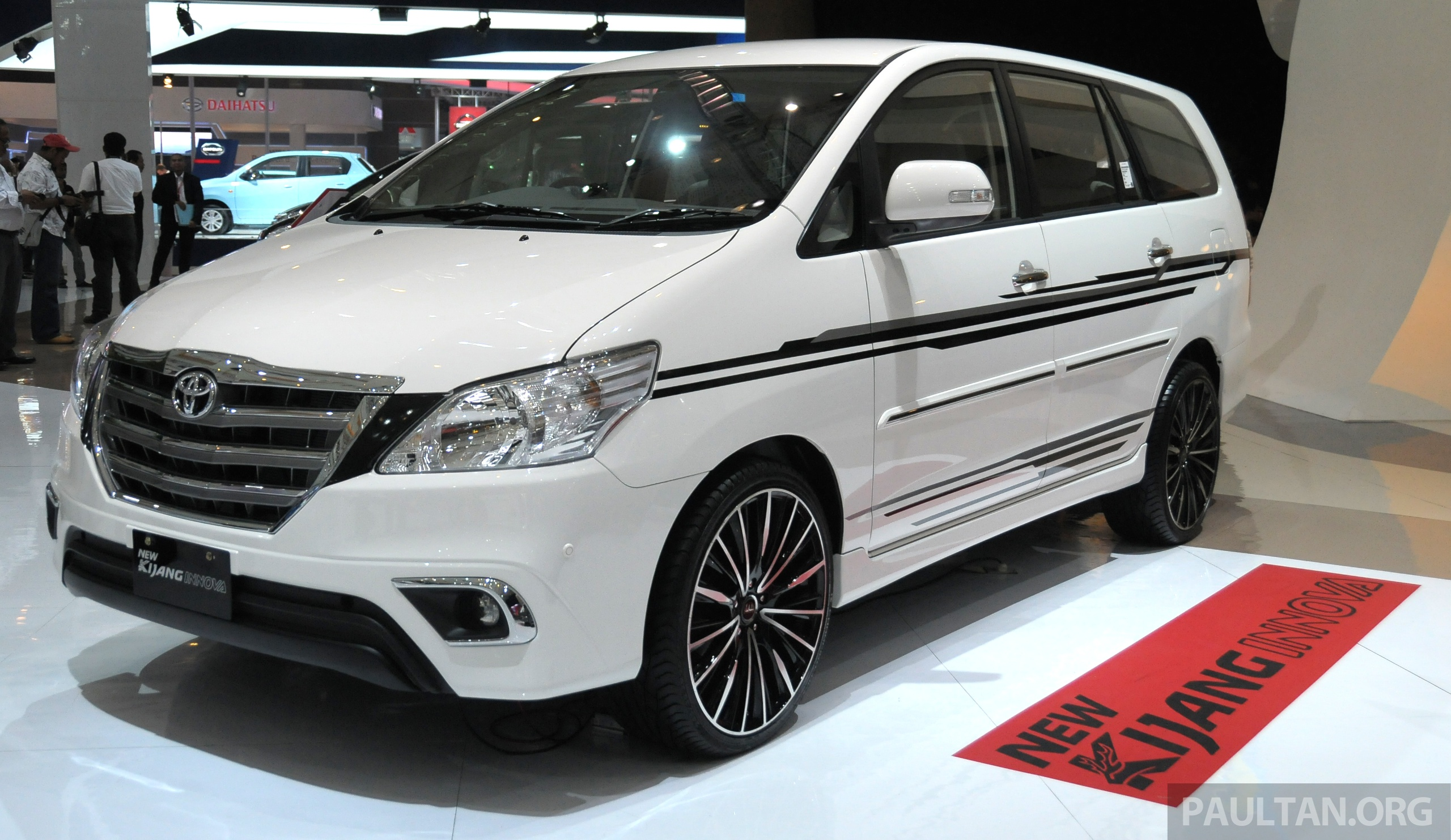 Gallery 2013 Toyota Innova Facelift On Show At Iims